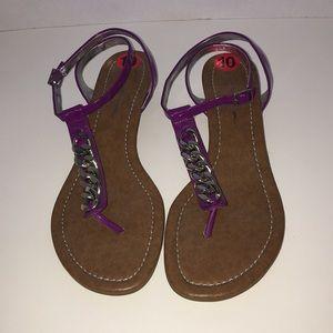 Heeled Thong Sandal w/ curb link chain detail 10
